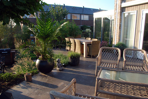 Voorbeeldtuinen piekobello natuurvriendelijk tuinontwerp uit den haag - Bamboe in bakken terras ...